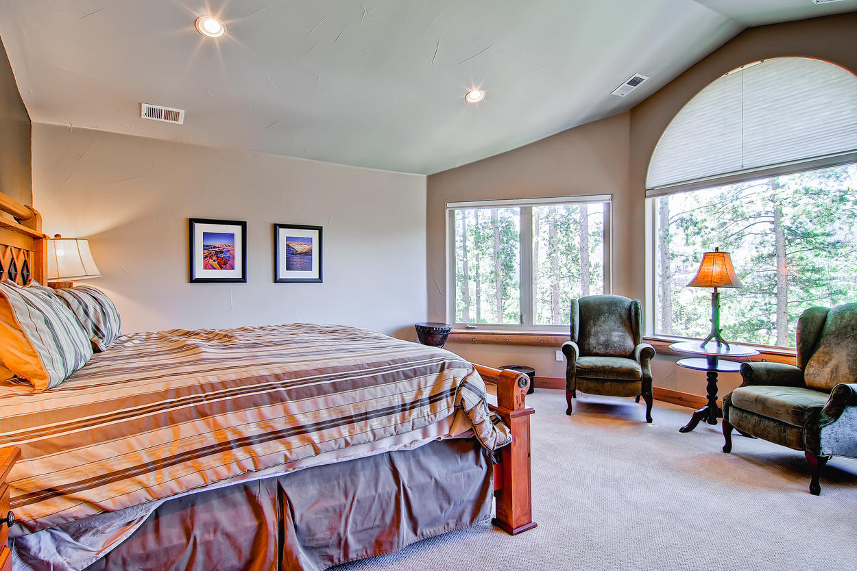 Master Suite with breathtaking views. Equipped with 1 king bed and T.V.