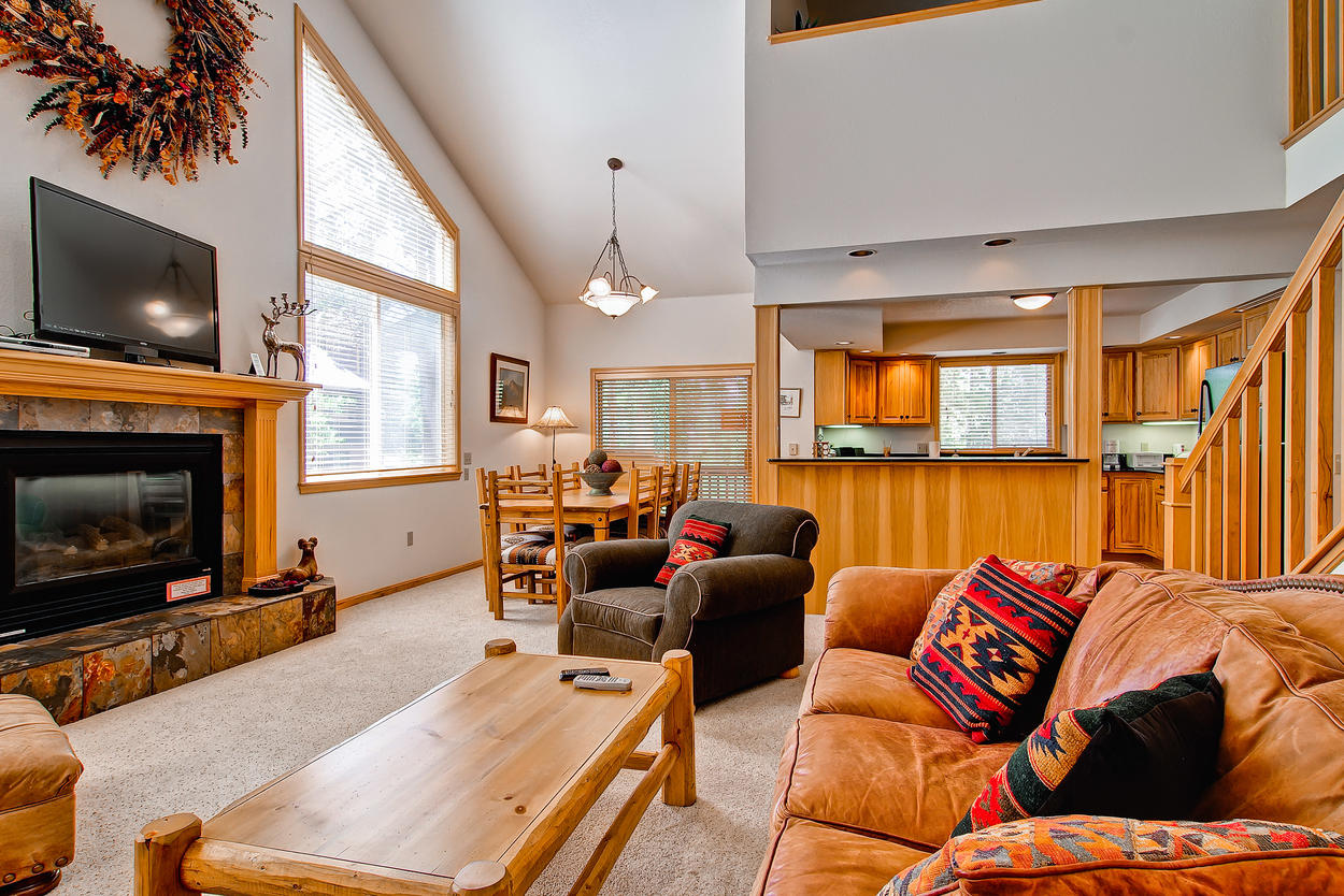 """Stretch out in the open floorplan great room with 55"""" TV and gas fireplace. Netflix available on TV if you have your own account."""