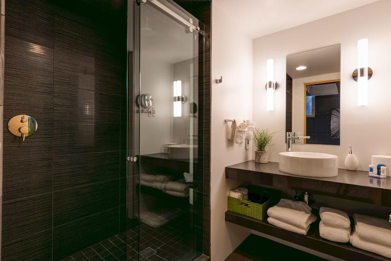 The Green room's en suite comes with a walk-in shower.