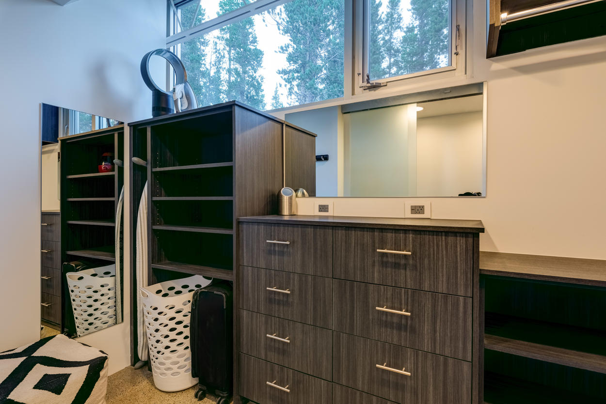 At Seventh Heaven, you'll never be living out of your suitcase on your vacation. In the Master Closet, there's storage for anything you might bring.