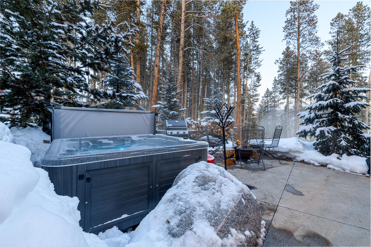 The secluded, private hot tub will only enhance your mountain experience.