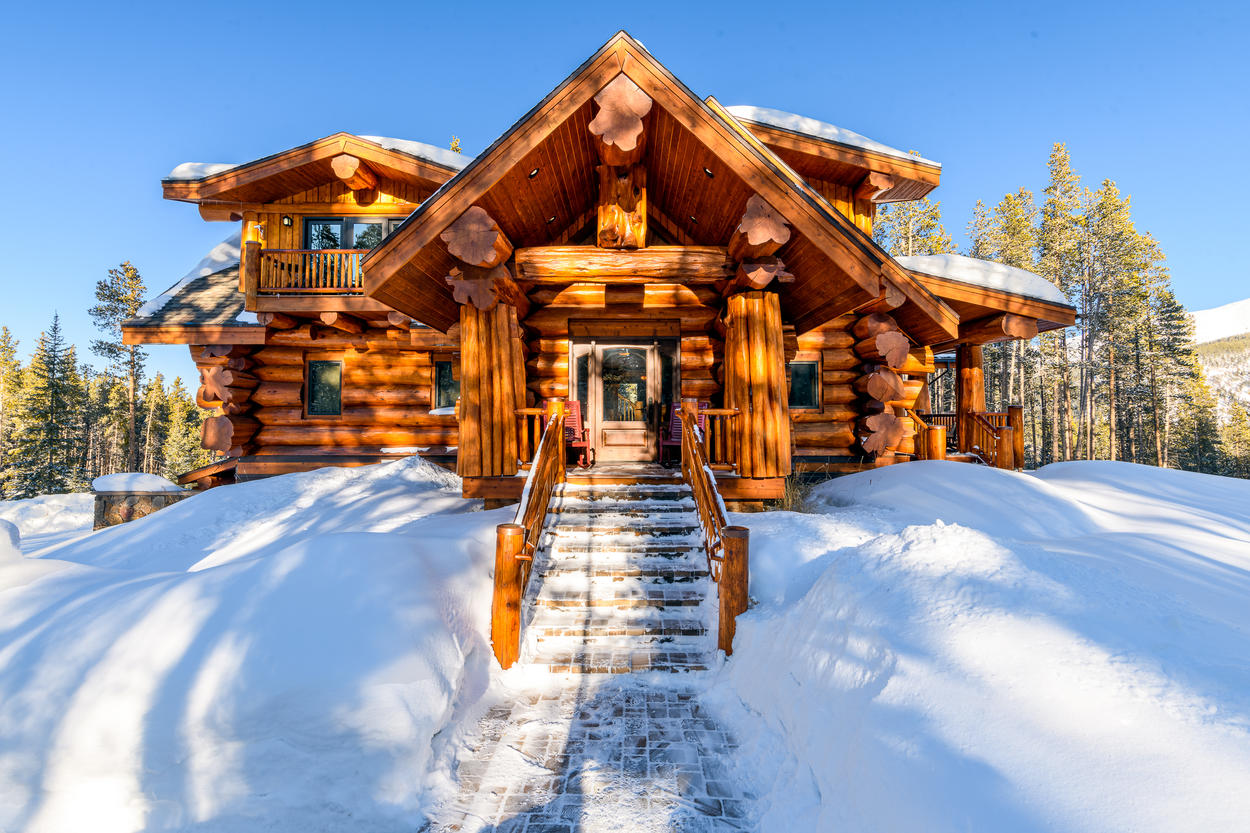 A grand entrance will usher you into your Rocky Mountain vacation.