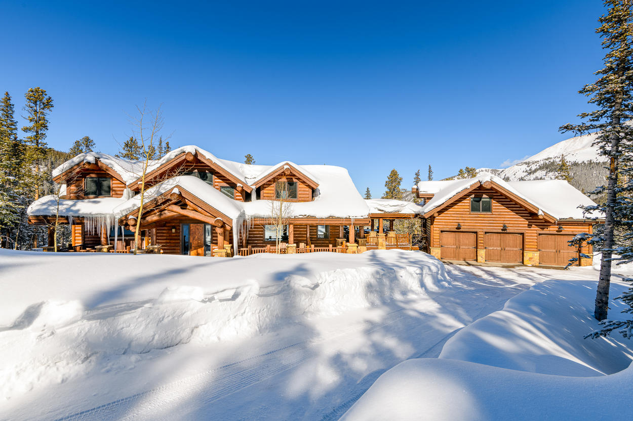 Mountain Kingdom is the ideal vacation home setting for the perfect secluded mountain escape you've been dreaming about.
