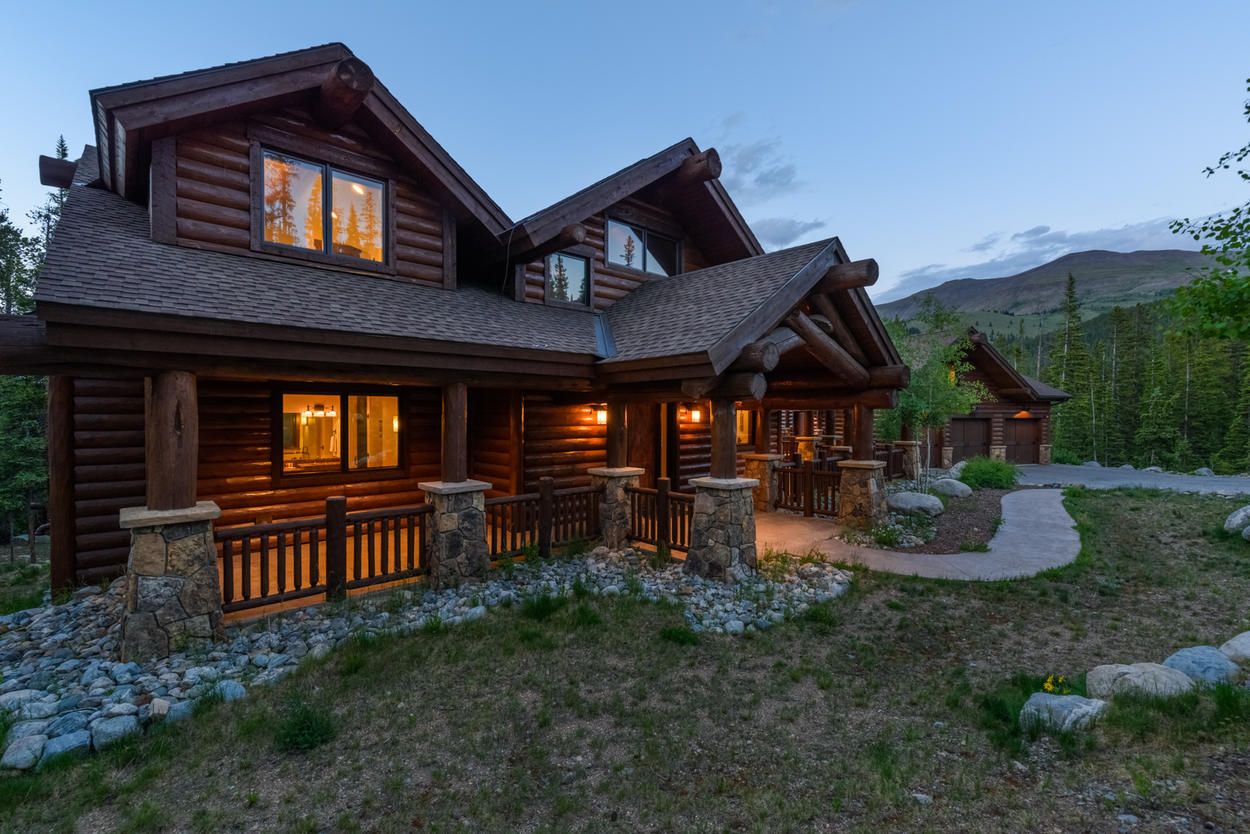 This luxury cabin emanates warmth amidst the mountains.