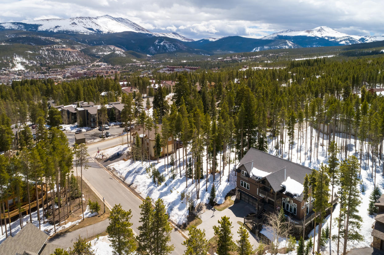 Be a part of the beauty of Breckenridge in this ideally located ski retreat.