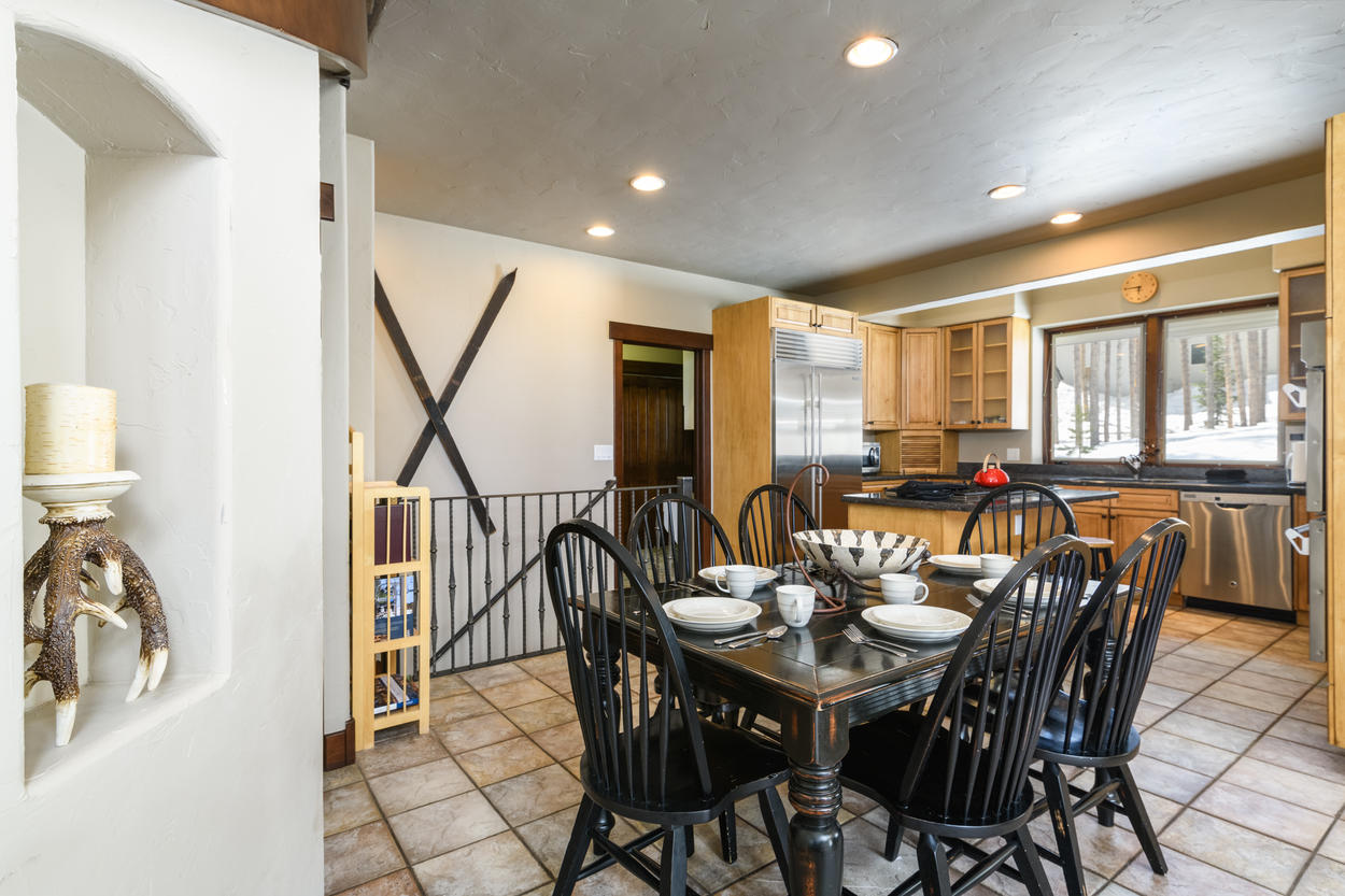 The breakfast table in the kitchen can seat six guests.