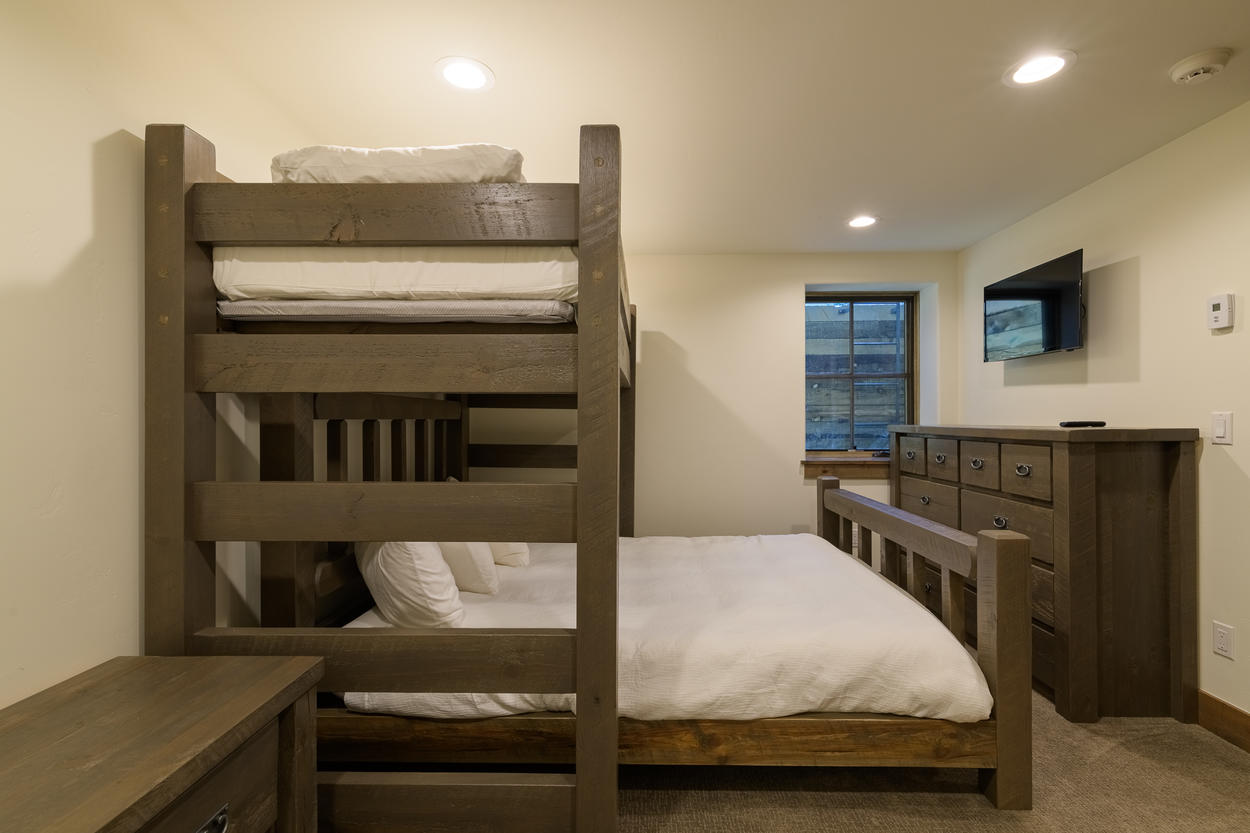 The bunk set up can accommodate three guests.
