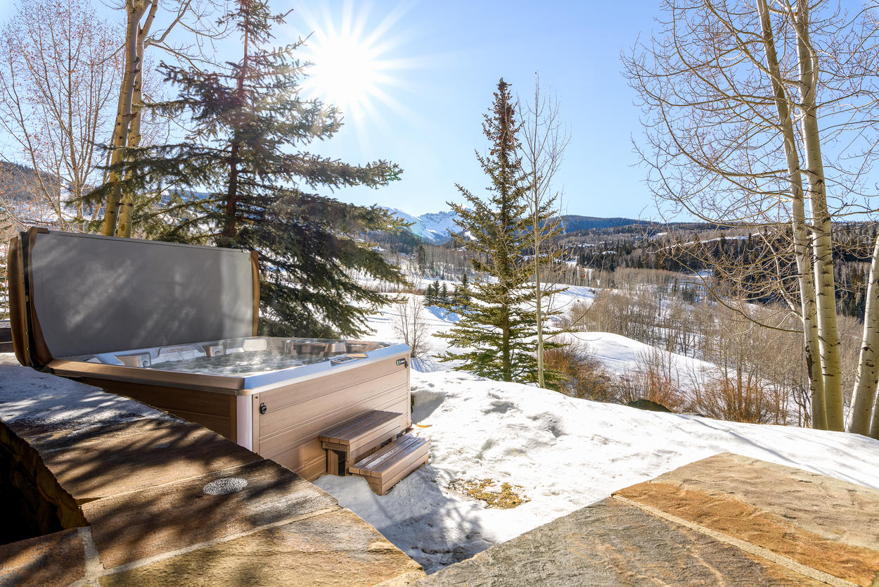 Soak in the tub after a long day skiing or golfing.