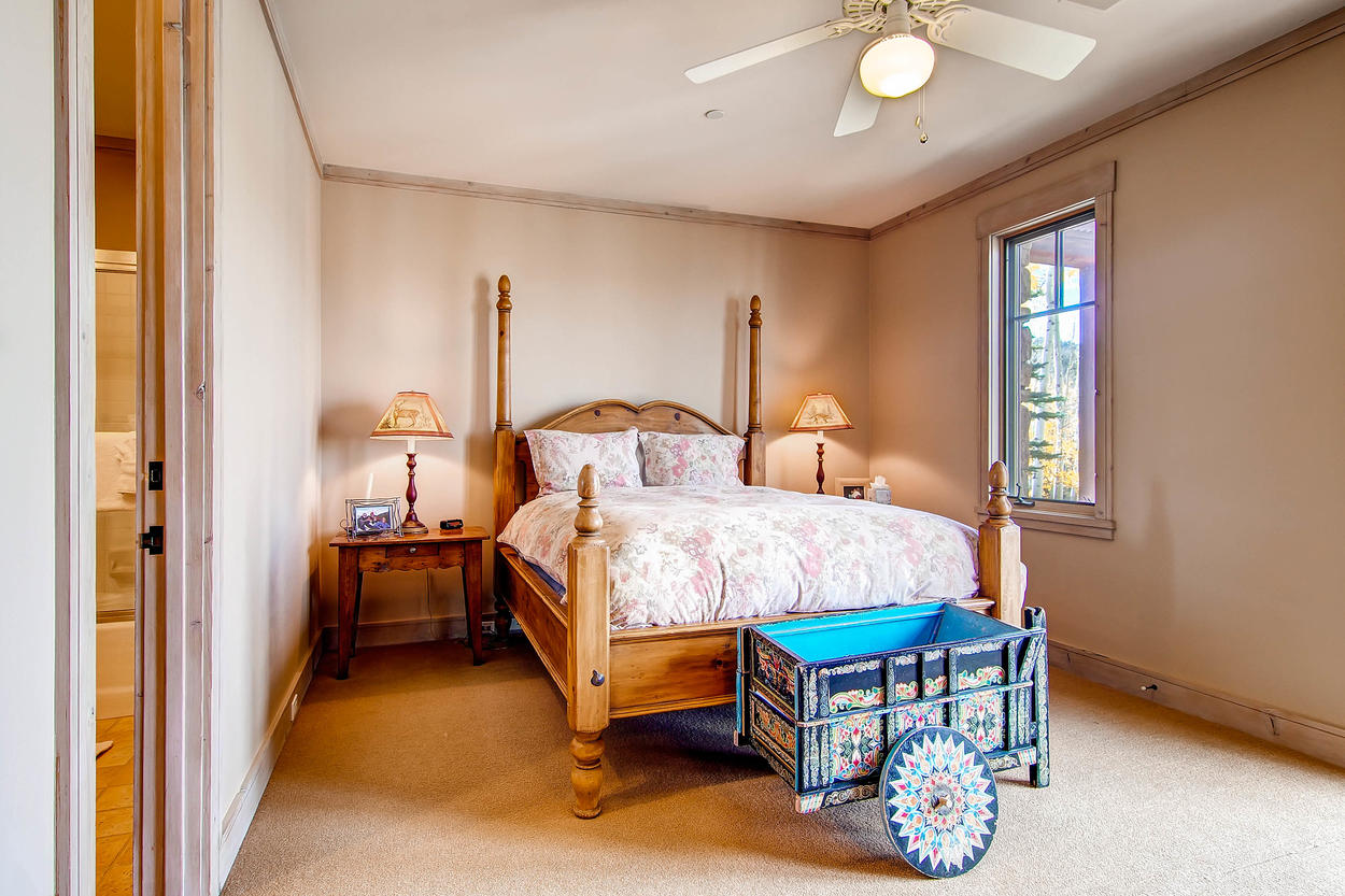 Guest Bedroom 3 is perfect for guests with a queen sized bed and ensuite bathroom.