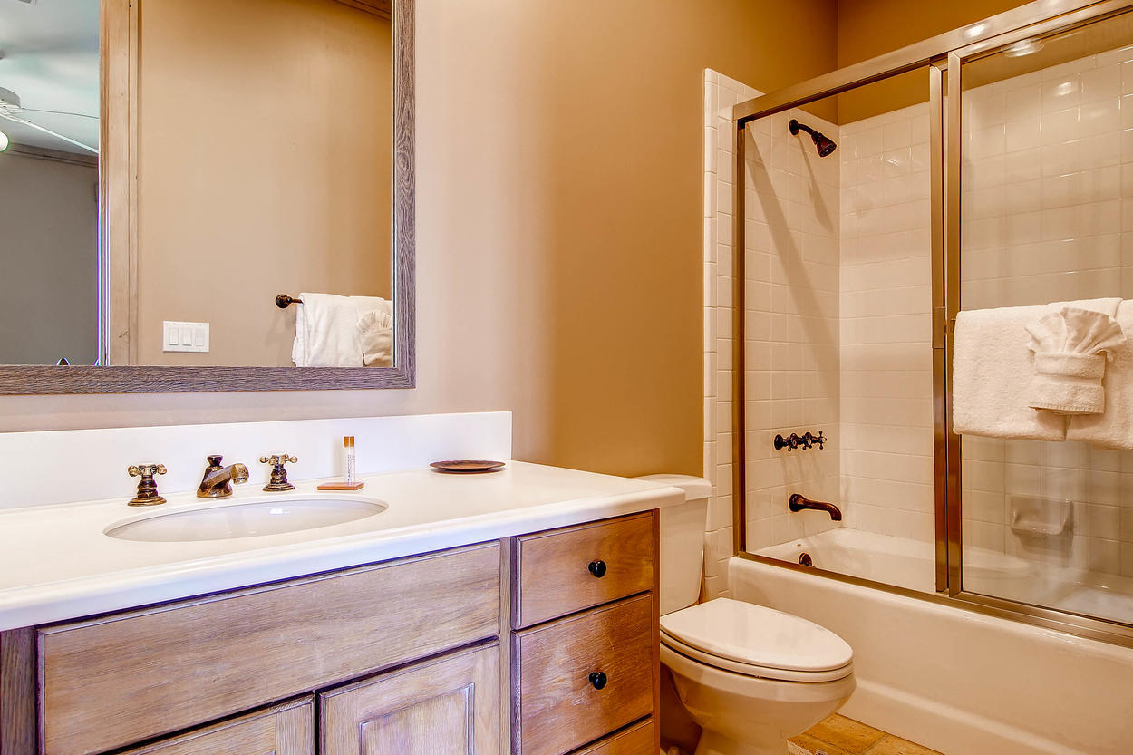 With a single sink vanity and a shower/tub combo, your guests can primp for a night out.