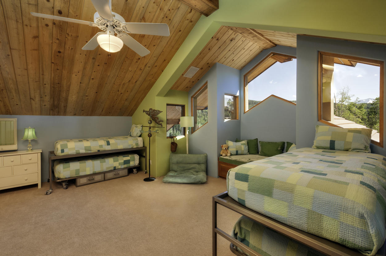 The kids will love this bright bunk bedroom with high ceilings and, you guessed it, more views. There are two twin beds with a twin trundle under each.