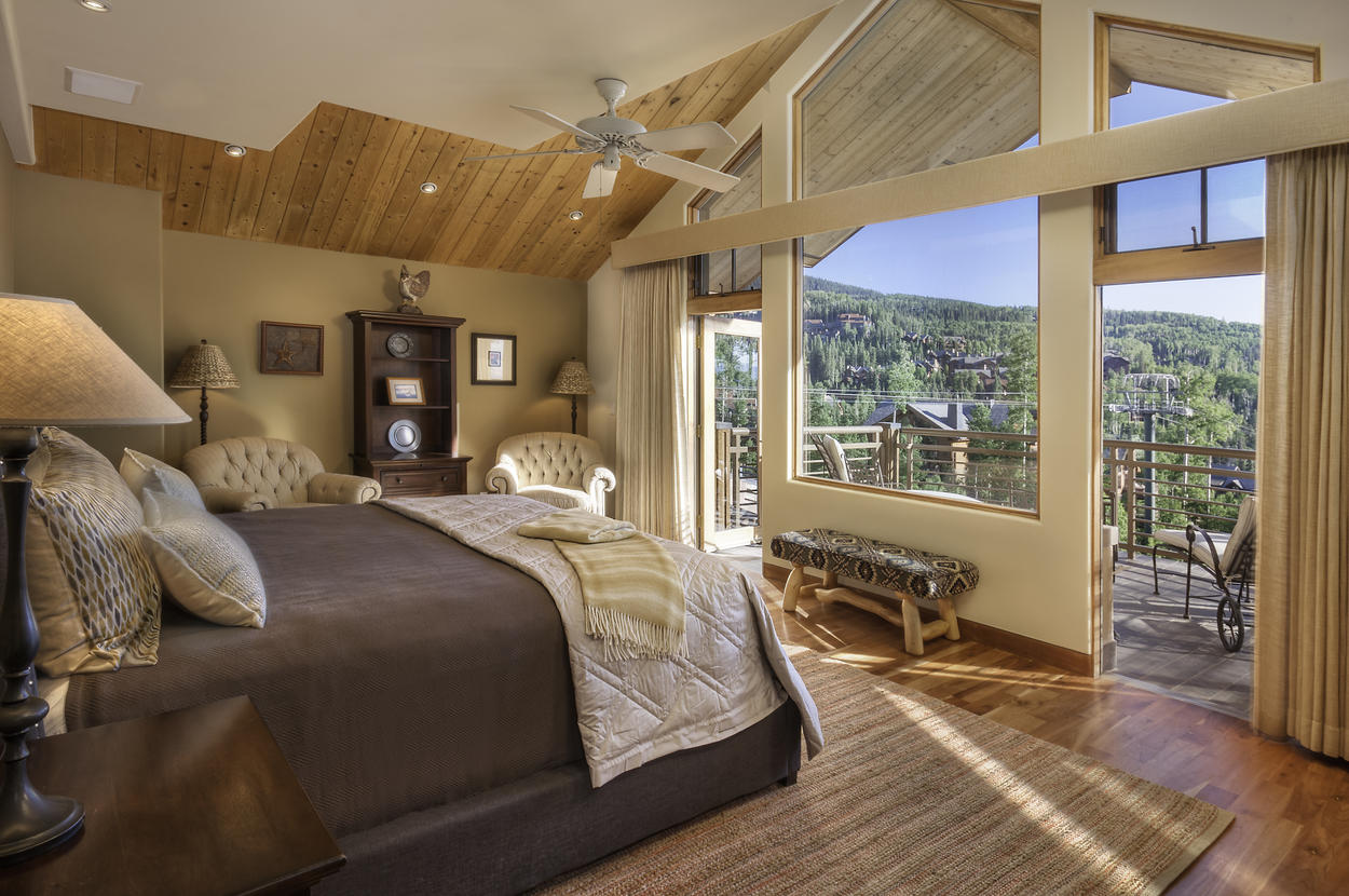 You may actually want to wake up early once you check out the views from the Master Bedroom located on the main level. This room features a private balcony, king sized bed, flatscreen and an ensuite bathroom.