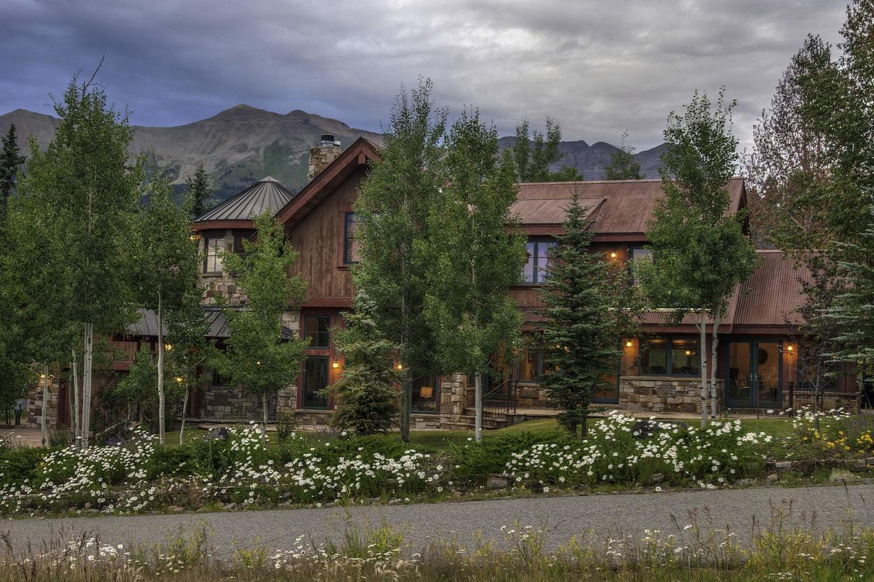 Shaqteau Telluride is the perfect place for the family to escape and share in the fun.