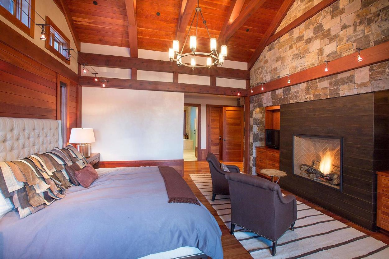 Another view, this time with the fireplace. Not too shabby.