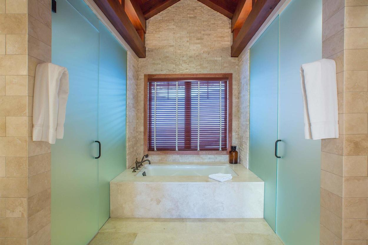 Yes, the master has its own en-suite bathroom and it's glorious.