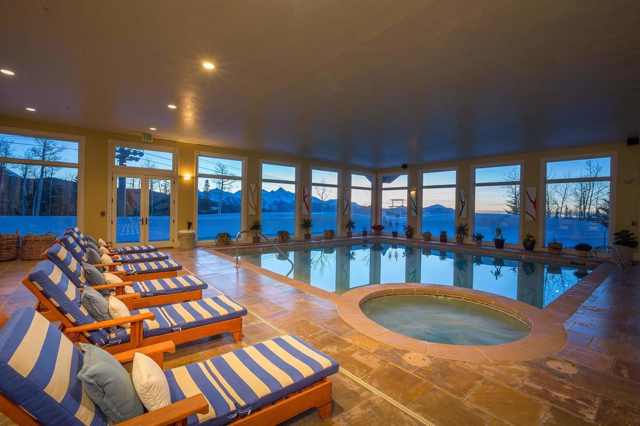 The community pool and hot tub are perfect to lounge by.