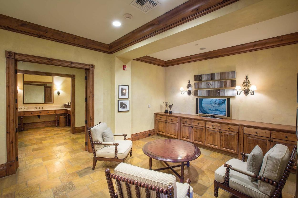 The men's lounge is similar to the ladies' and features a TV as well.