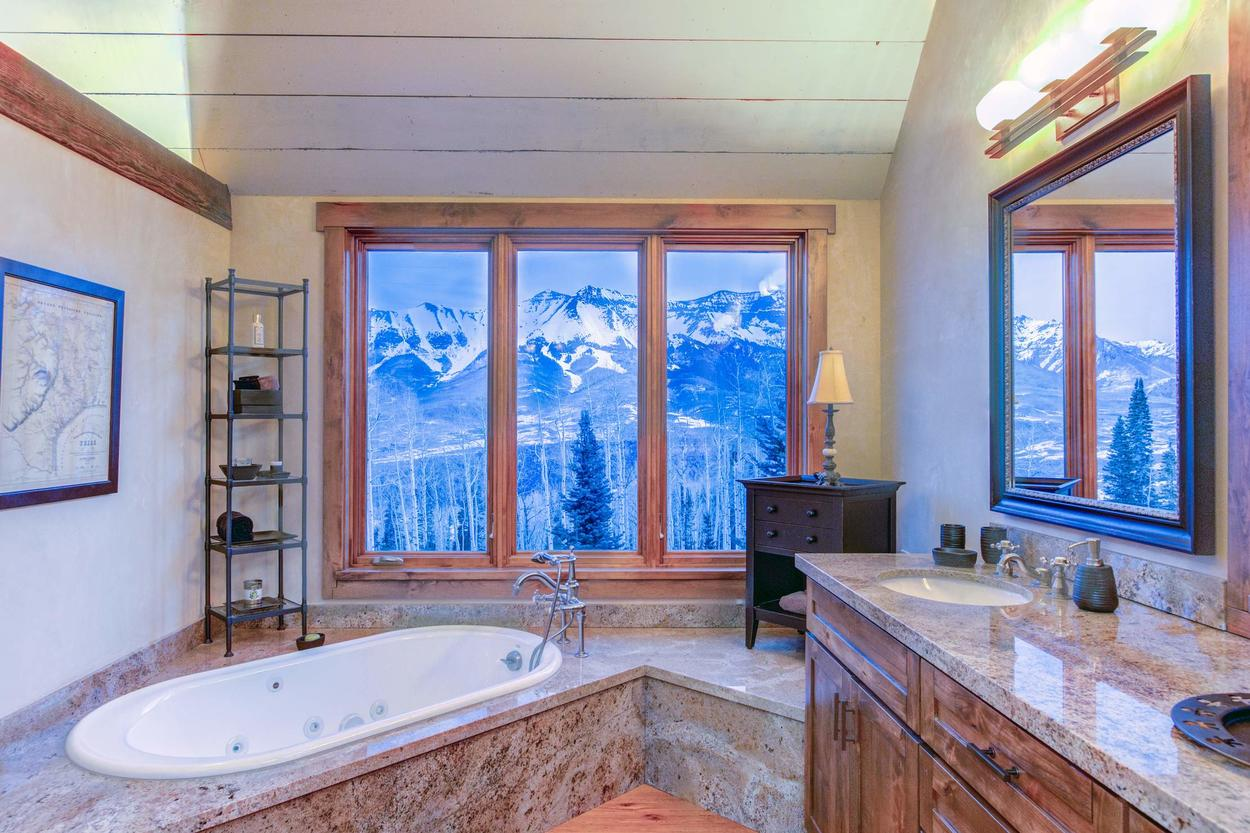 You can even enjoy breathtaking views from your bathtub in the master en suite.