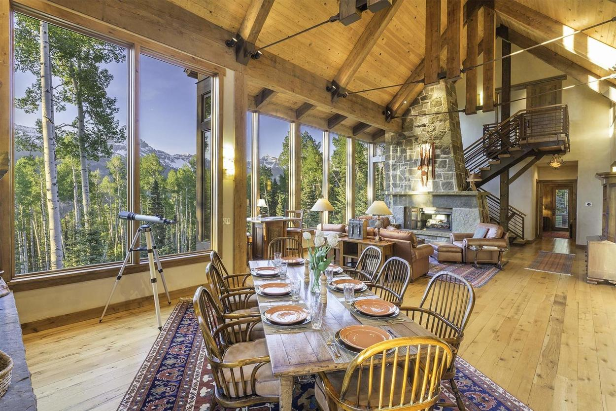 Canyon View Retreat is the perfect home for those looking to relax surrounded by incredible views.