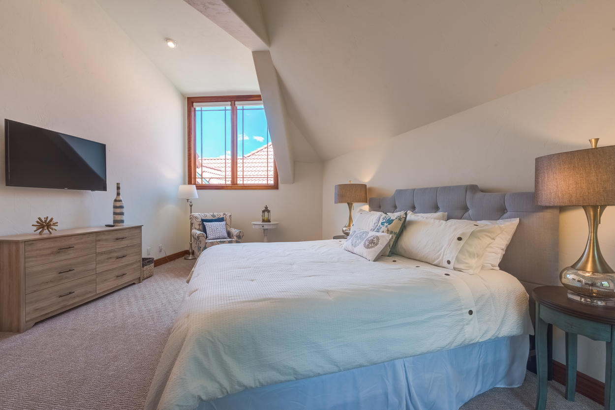Light and Airy Master King Bedroom with a private Ensuite with soaking tub, walk-in shower and dual vanity