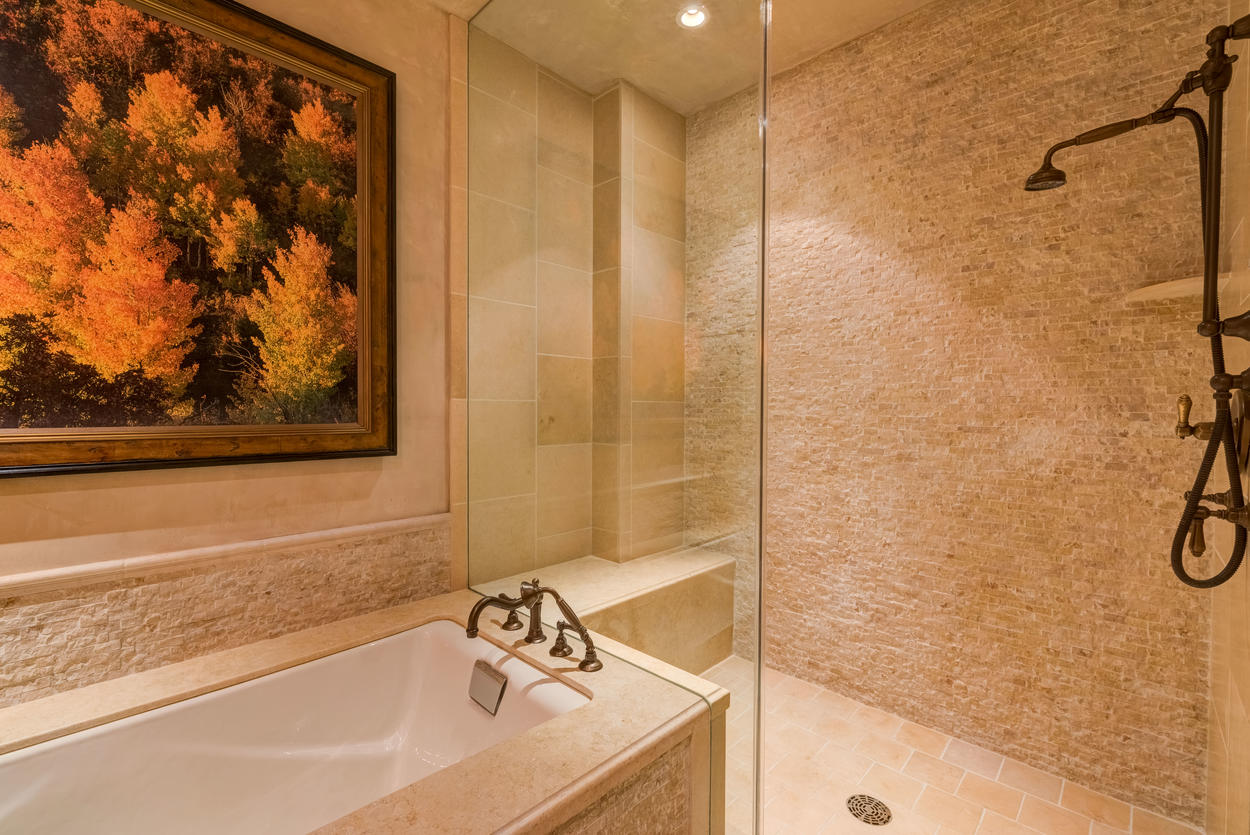 The spacious shower and soaking tub in the bunk bedroom ensuite.