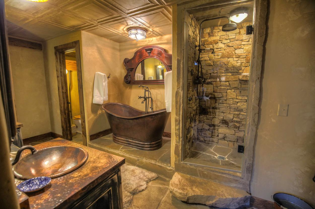 The Wagon Wheel ensuite features a soaking tub and walk-in shower.