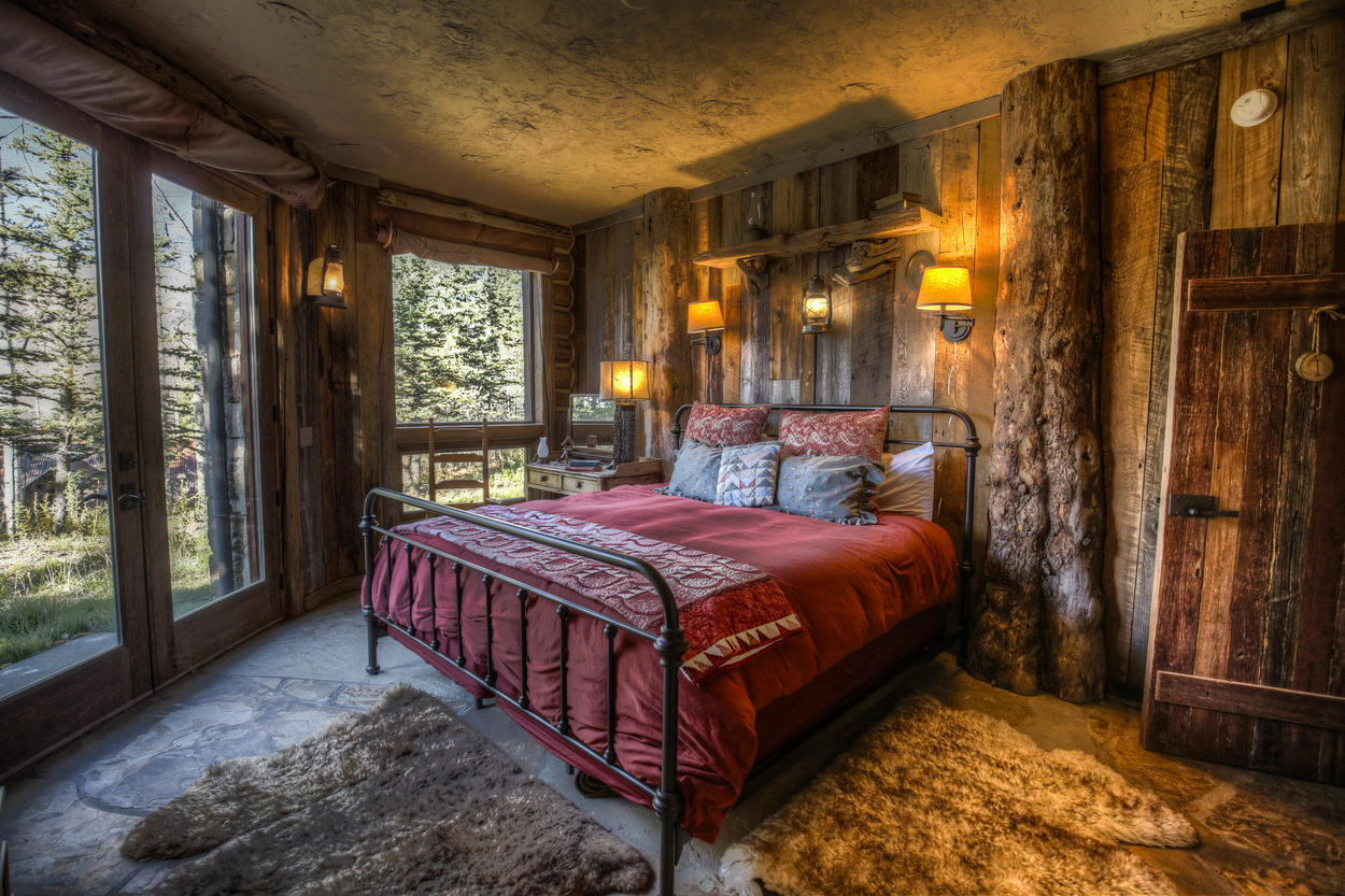 The Hot Springs House king bedroom features plush rugs and an unbeatable view.