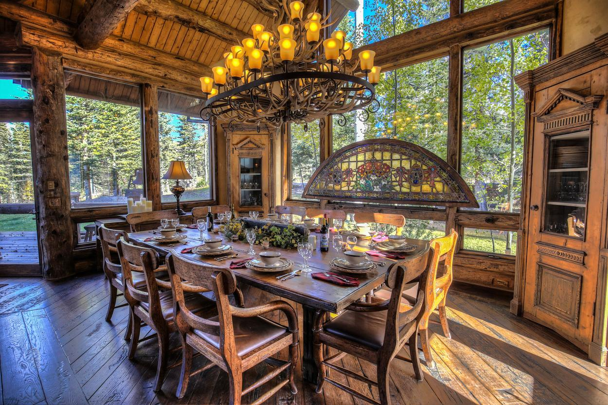 Serve dinner for 10 in the Grand Lodge's formal dining room.