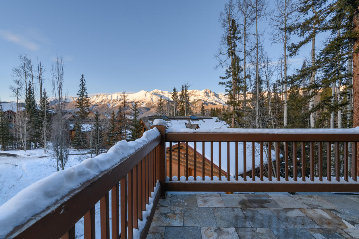 With multiple balconies in addition to the main deck, you can't miss the San Sophia views from this mountainside home