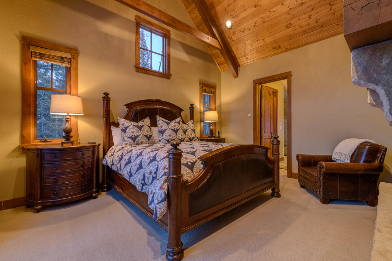 The Junior Master on the uppermost level offers a spacious King bed and receives lots of natural light