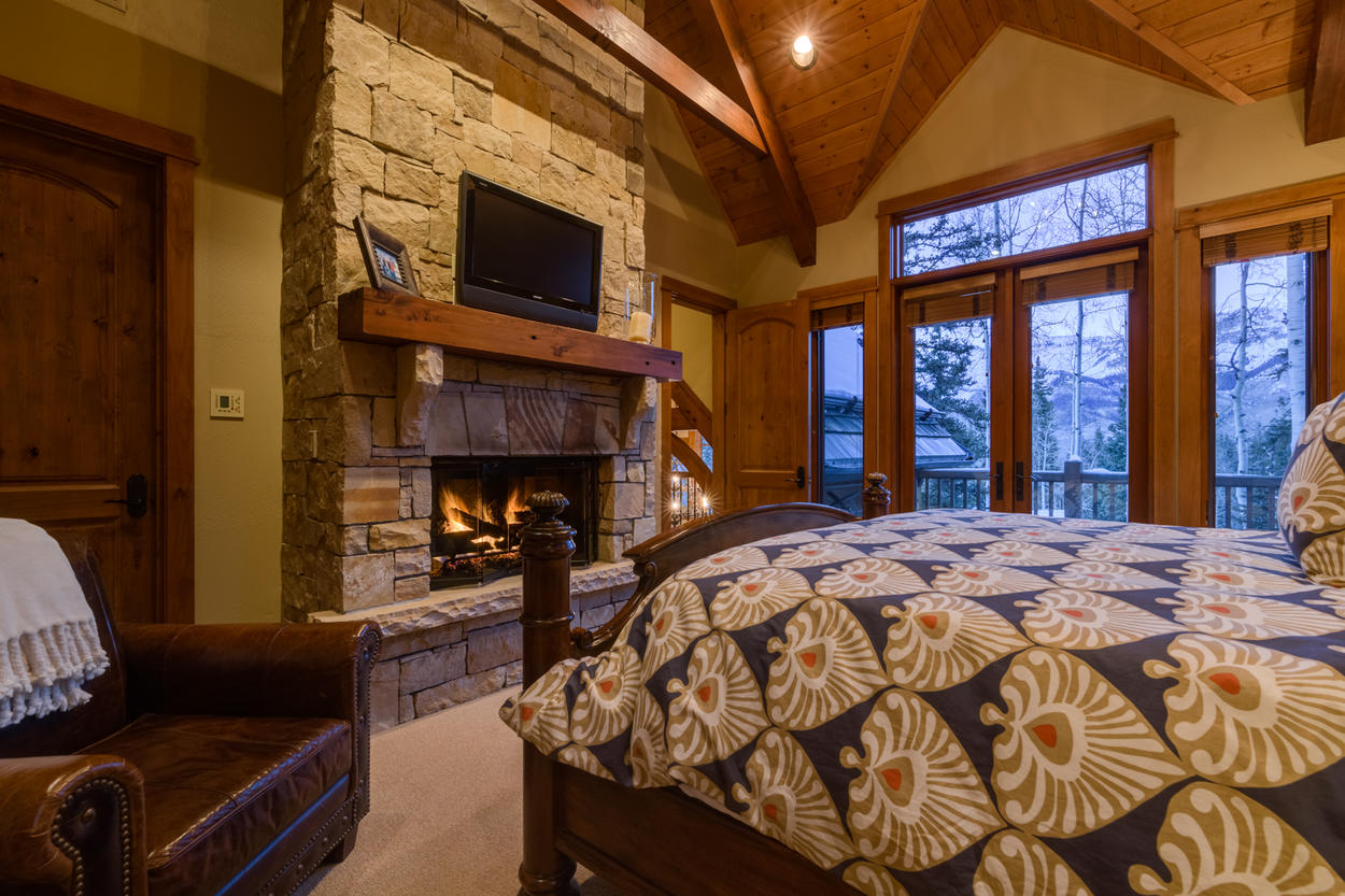 Step out onto the private balcony of the Junior Master, or stay inside and seek comfort from the tv and gas fireplace