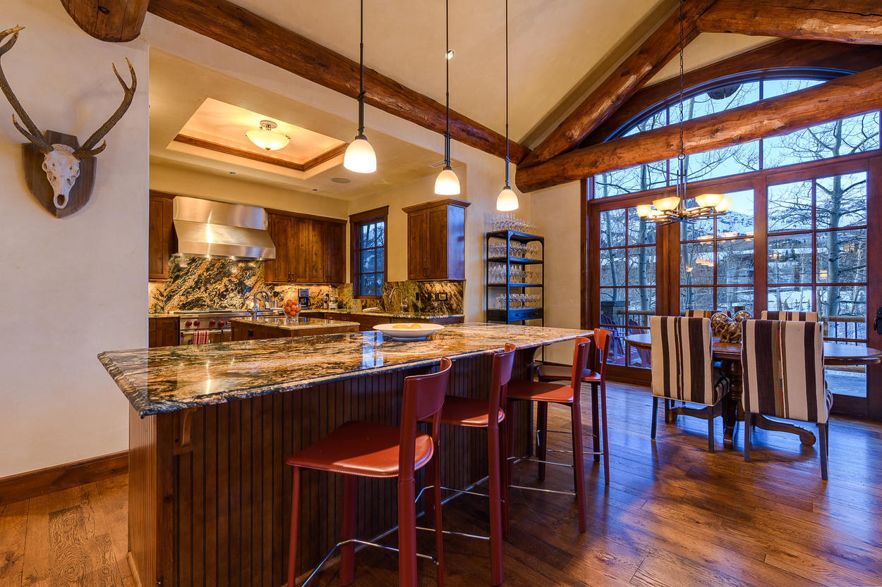 The kitchen island and breakfast table can each accommodate four guests.