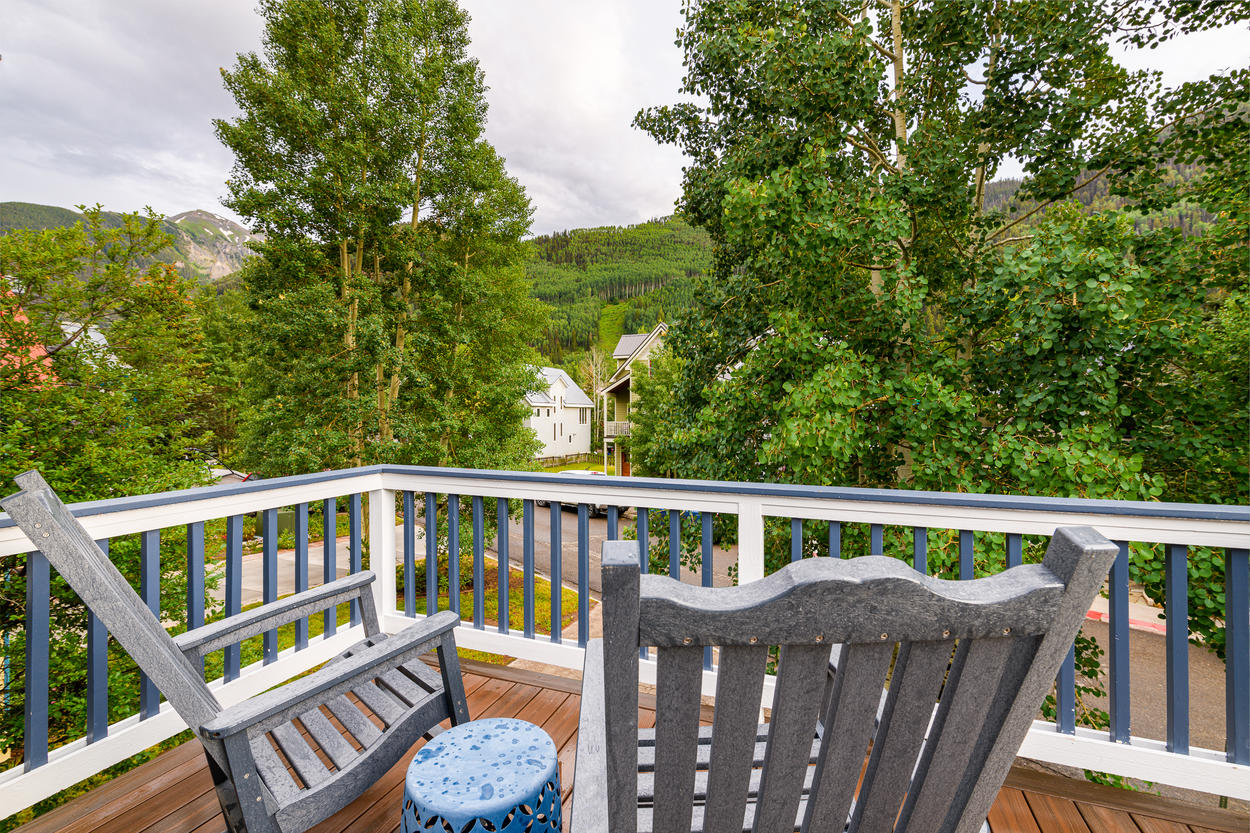 The balcony is ideal for lounging at any time of year, boasting views of the valley and Telluride's ski runs.