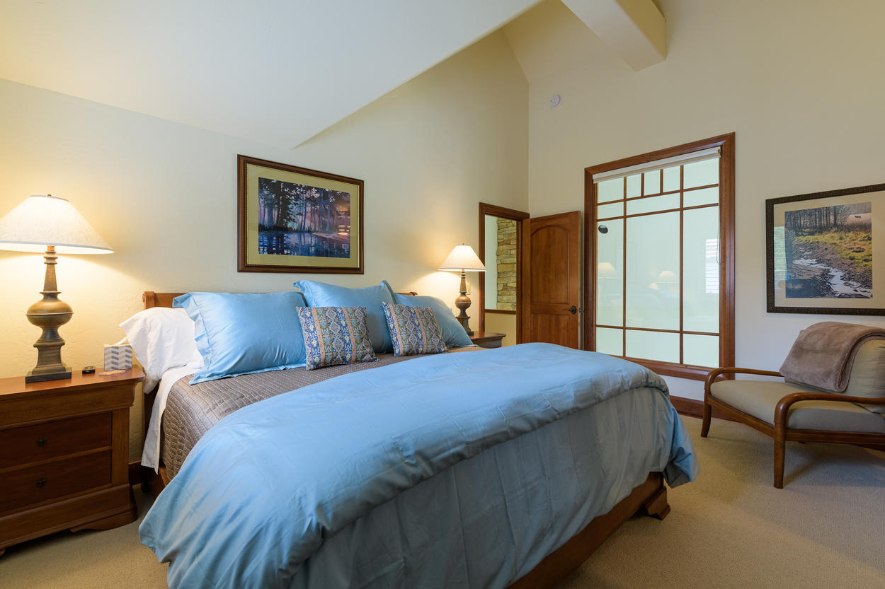 The guest bedroom is located on the fourth floor and has a king-size bed.