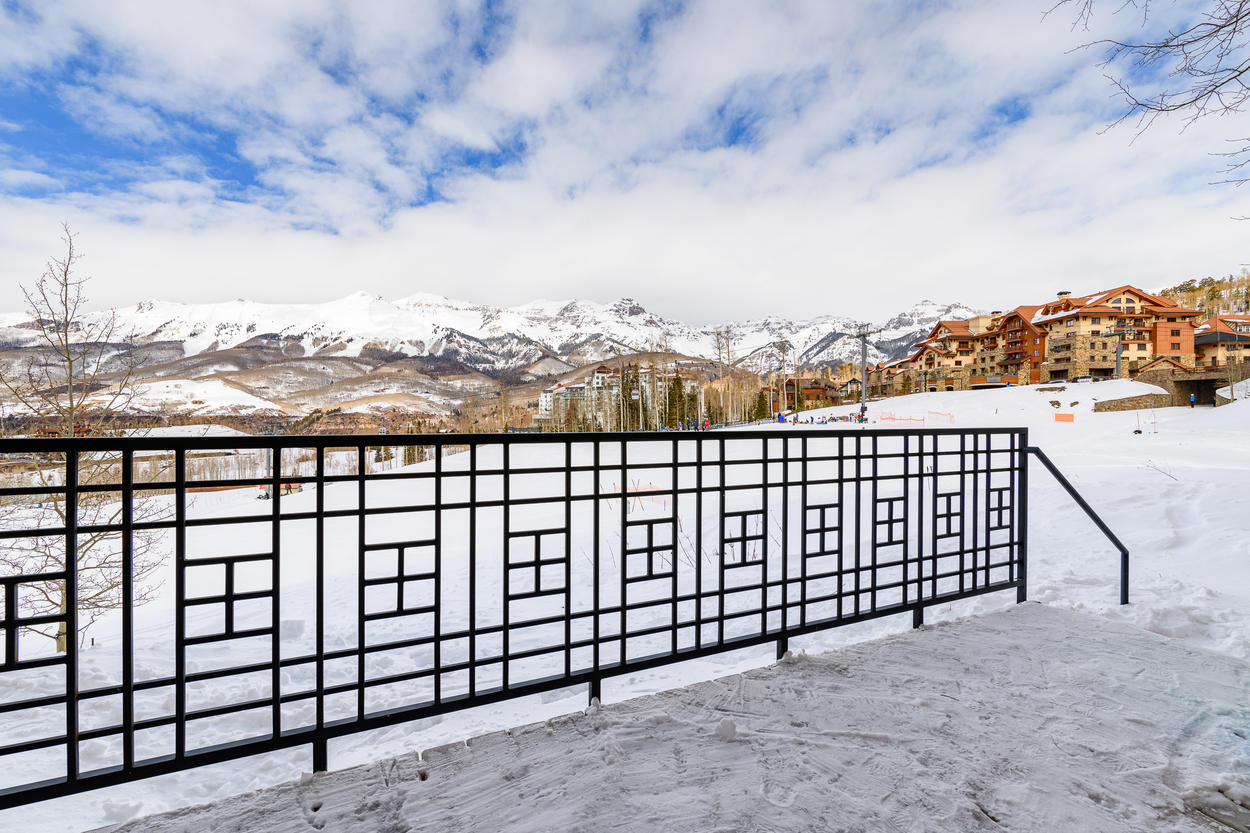 Ski-in, ski-out directly onto the Meadows run with stunning views of the San Sophias and Dallas Divide
