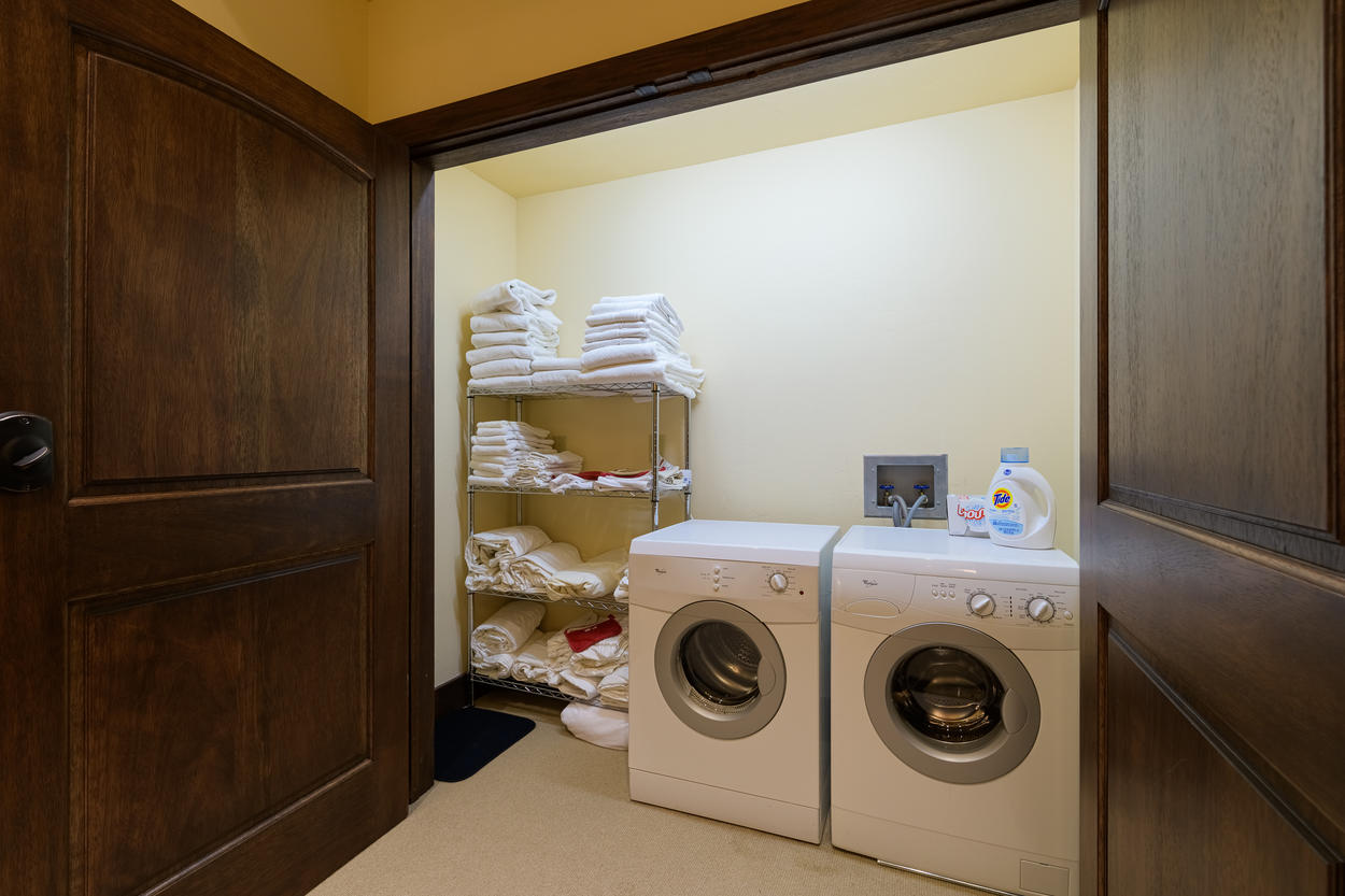 The laundry closet has a washer, dryer, and linen storage.