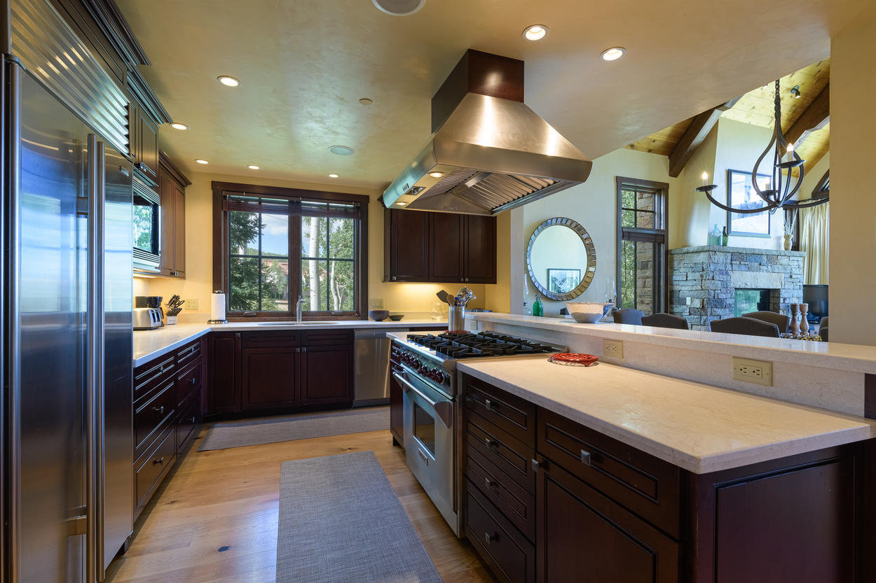 There's a 6-burner gas range in the kitchen and modern recessed lighting.