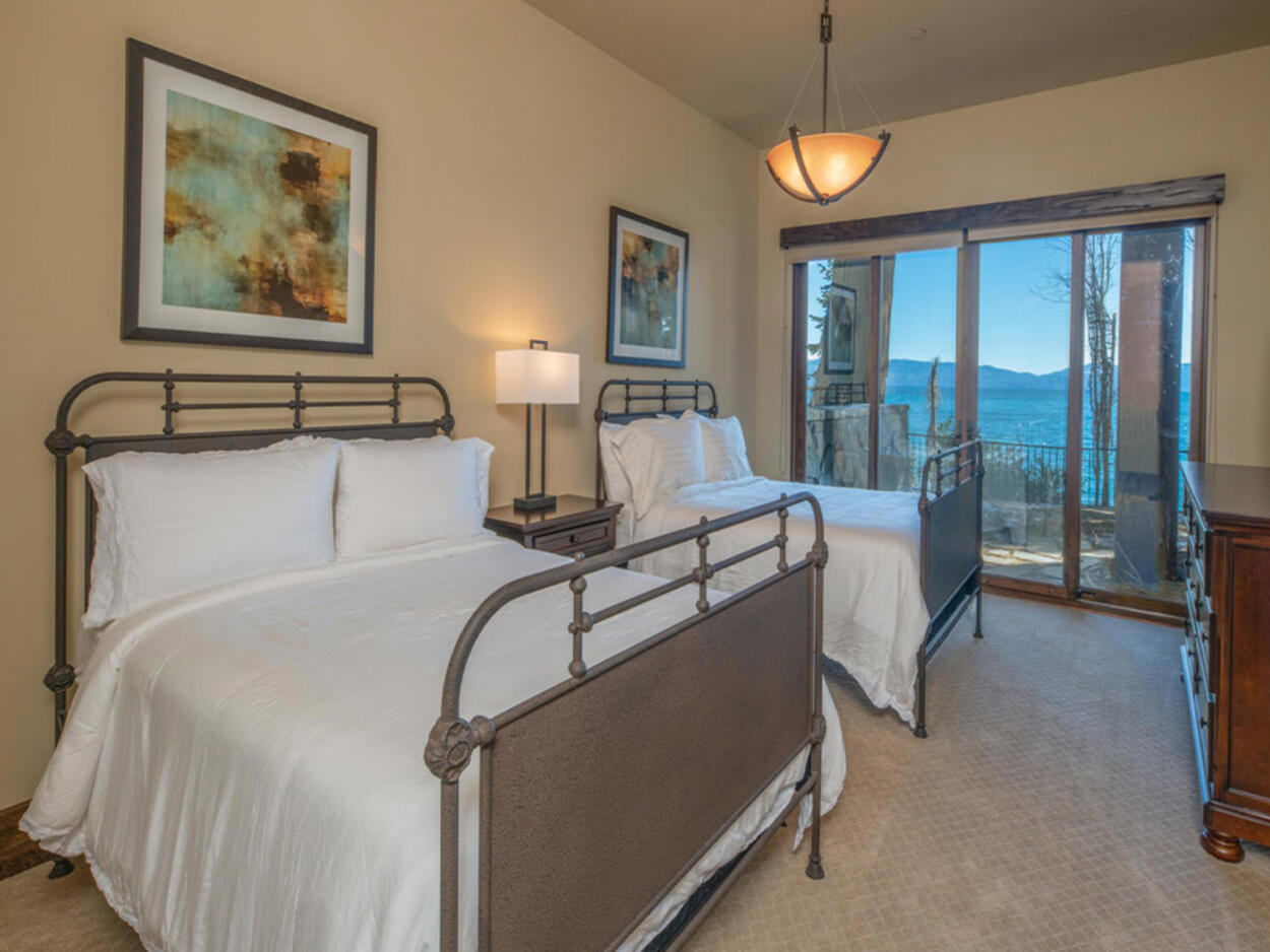 The third guest bedroom has two full beds and the usual great views.