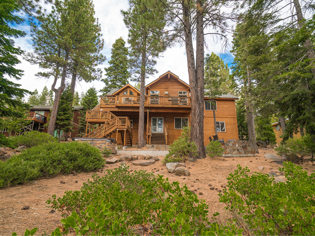 If a cabin in the woods is what you seek but you don't want to miss out on the creature comforts of home, Big Buck Lodge awaits to enthrall you with high-end finishes and ample comfort
