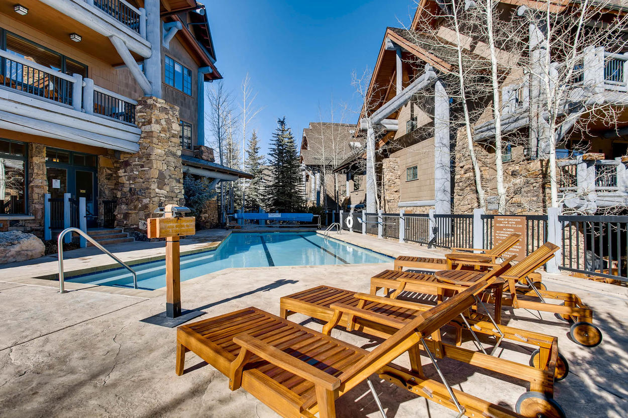 Share stories from the mountain with other vacationers around the community pool.