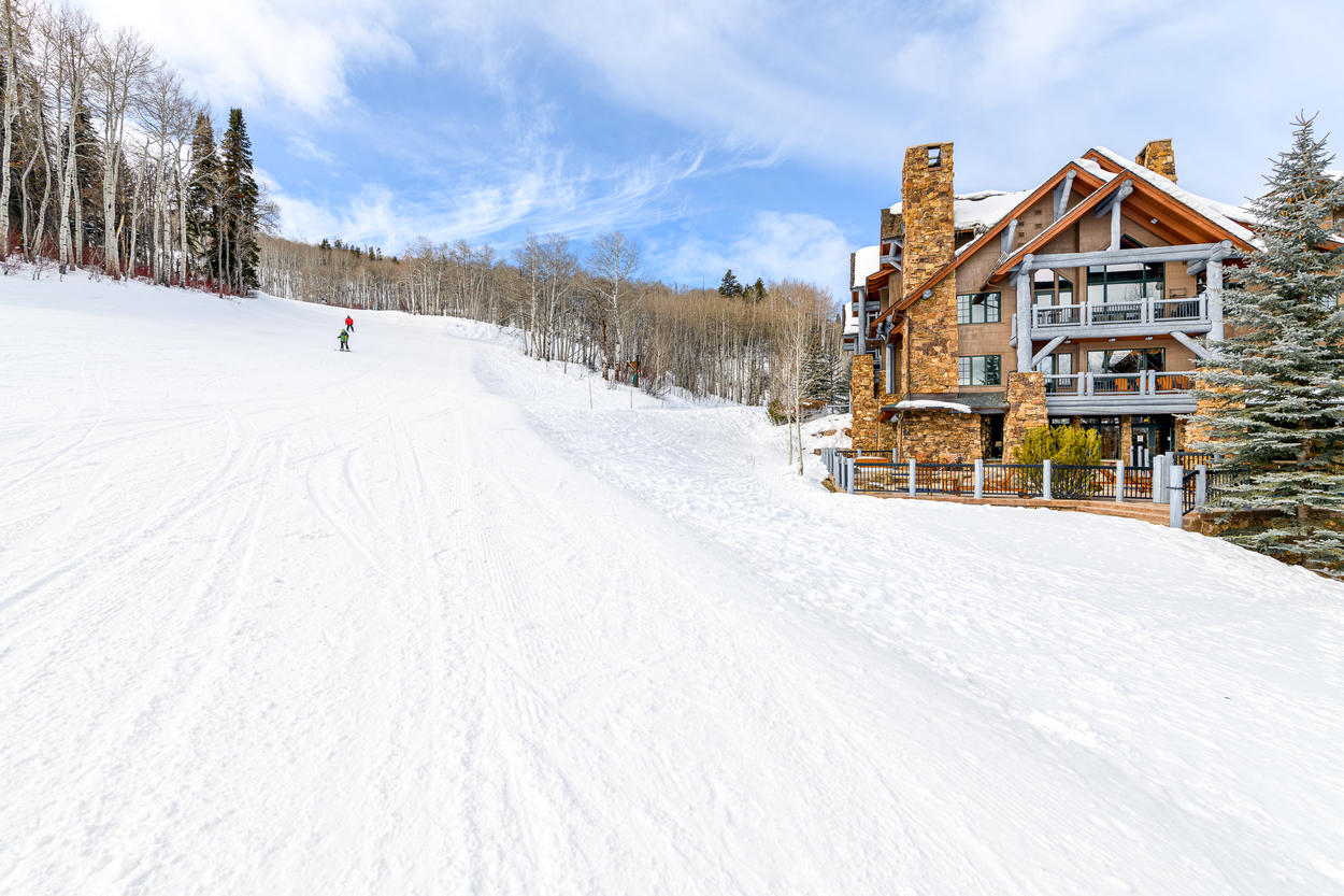 The complex is ski-in and ski-out via Stirrup, a green/beginner run, to Bachelor Gulch
