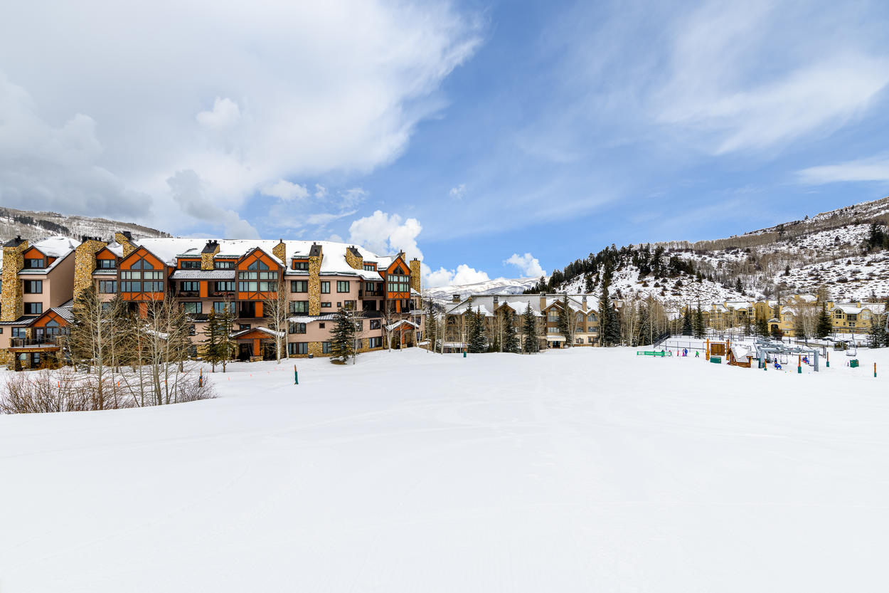 This ski in/out complex is ideally situated between the Highlands Lift and Buckaroo Express Gondola in Beaver Creek Village