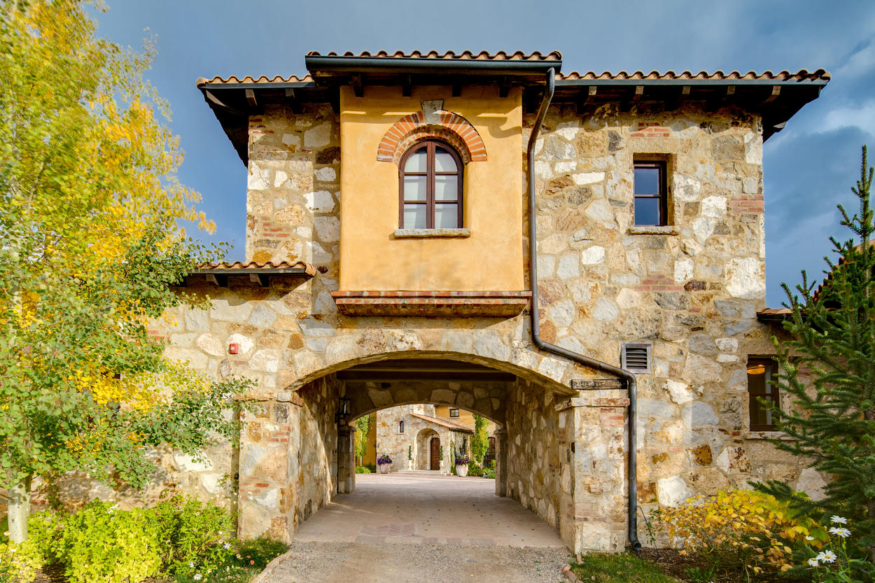 Enter through the porte-cochère and close the remote gate for total privacy during your stay.