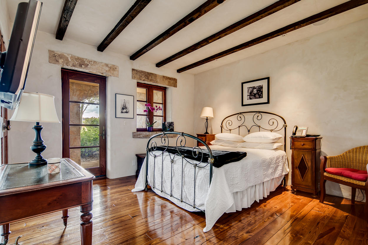 The guest house bedrooms all feature a large TV and a queen-size bed.
