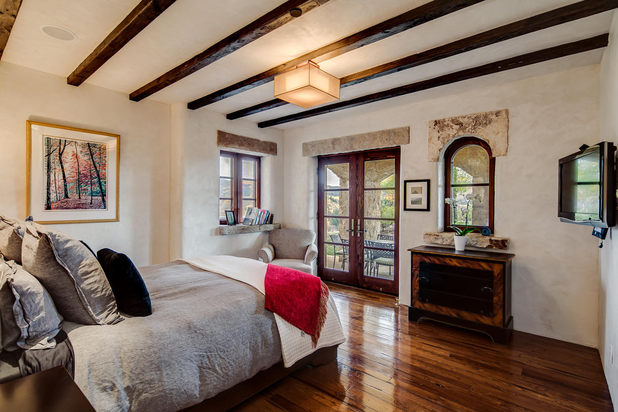 Another bedroom in the guest house features a queen bed & TV.