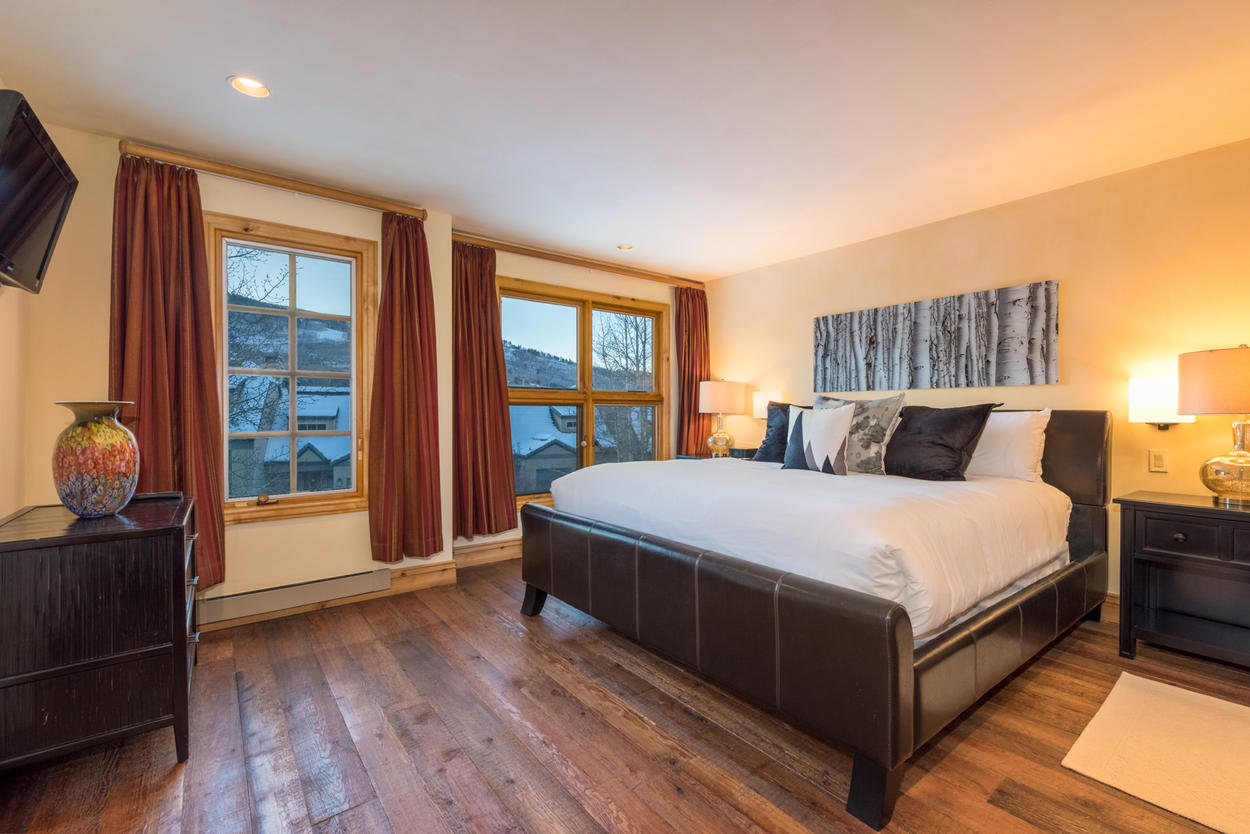 On the middle level, the Master features mountain views and a flat screen TV