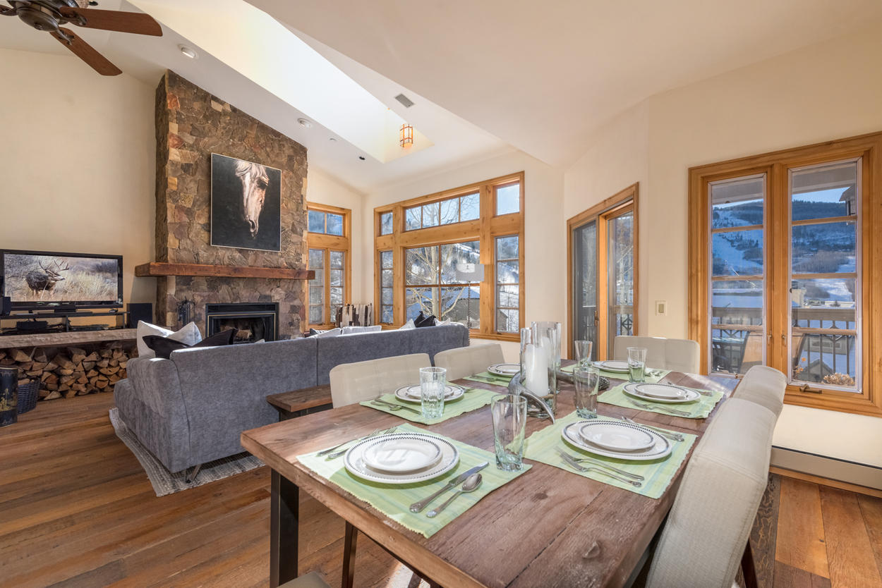 You won't lose sight of the mountains as you munch on a delicacy at the dining table