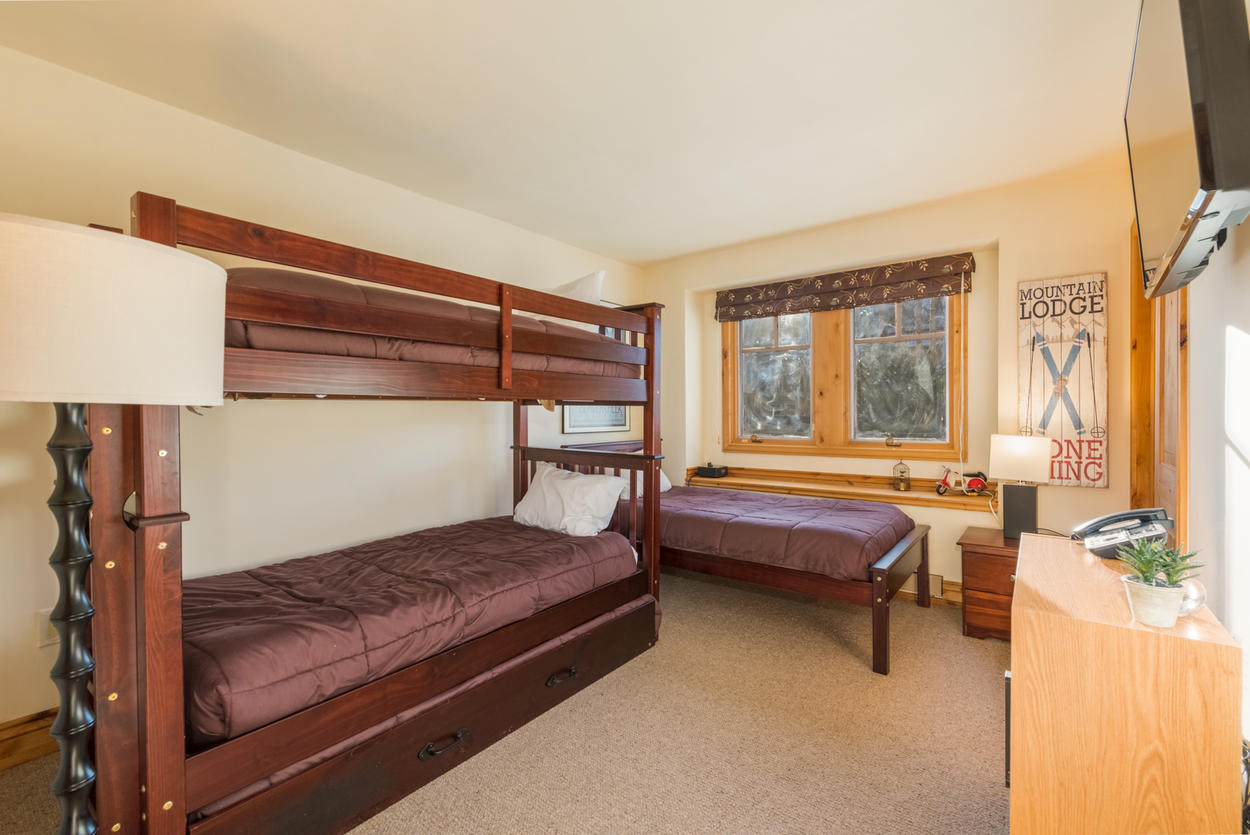Allow the natural light to energize you, or stay in vacation mode by enjoying a film on the tv in the bunk room