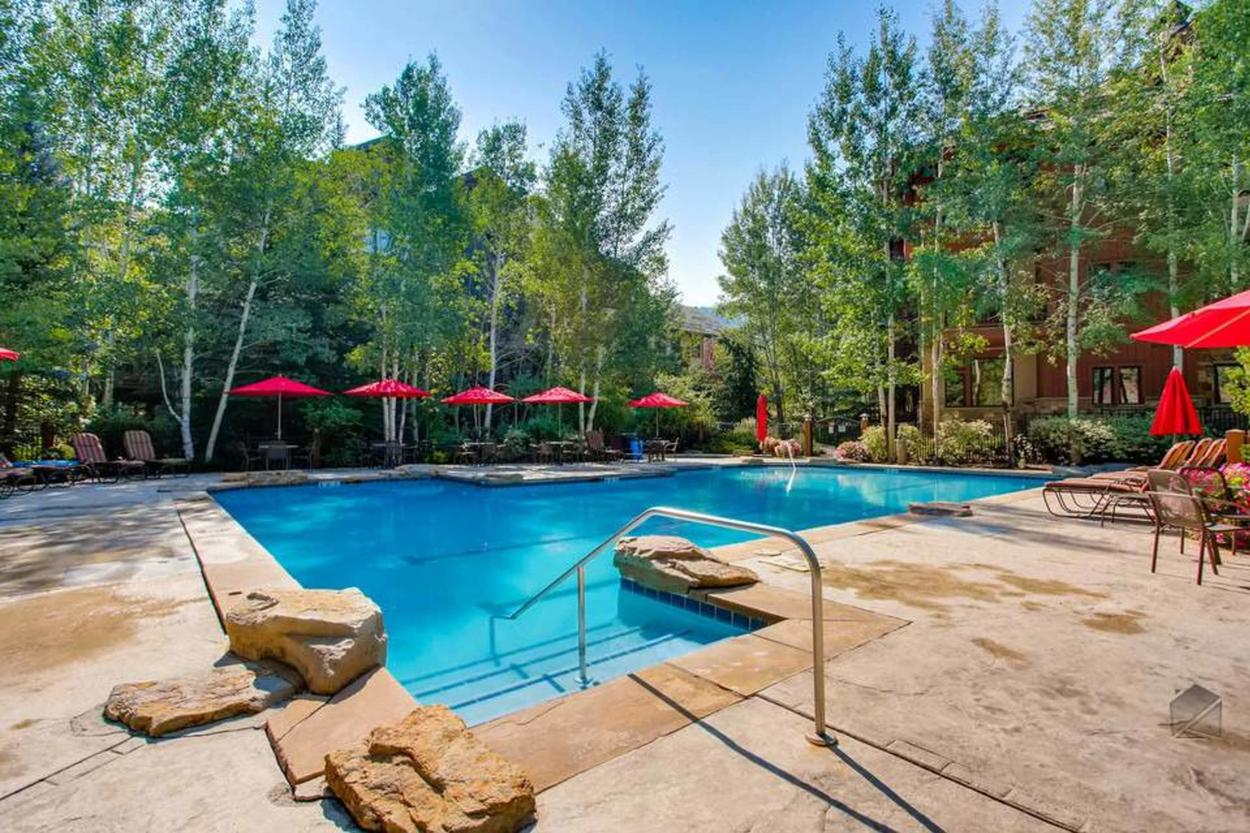 Should you choose, the Arrowhead Village community pool is available to you just a short drive from Cresta Mountain Lodge.