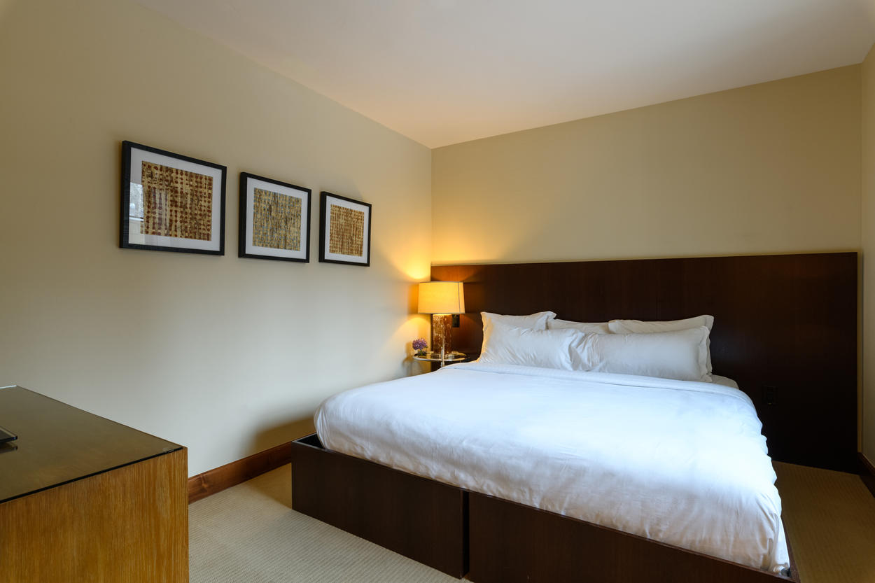 The Junior Master Bedroom has a king bed that can be split into two twin beds, if preferred.